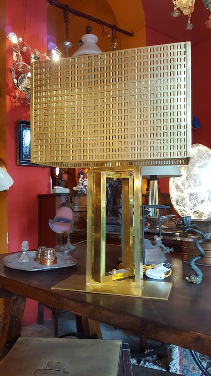 Lampada da tavolo in ottone con paralume metallico