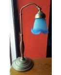 Lampada in ottone con impugnatura in legno
