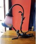 Lampada da scrivania con donna coricata completa di tulipe