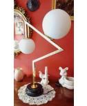 Lampada da tavolo in ottone con bocce in opale bianco