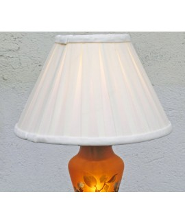 Lampada da tavolo con paralume bianco